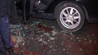 Неизвестные на автомобиле BMW расстреляли из огнестрельного оружия автомобиль Volvo на Оболони в Киеве