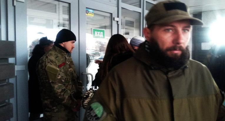 Бойцы Правого сектора у здания мэрии Днепропетровска