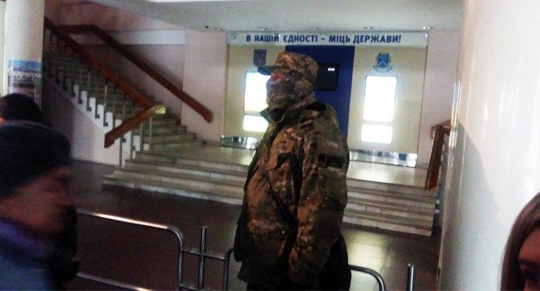 Бойцы Правого сектора в здании мэрии Днепропетровска