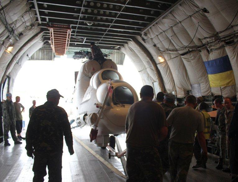 Из Украины в Конго грузовым самолетом Ан-124 Руслан для украинского национального контингента доставлены вертолеты и авиационное имущество
