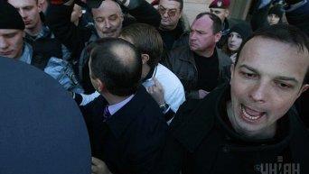 Егор Соболев во время акции протеста против застройки Андреевского спуска, в Киеве 11 апреля 2012 года