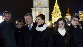 Петр Порошенко с семьей на Софийской площади в Киеве