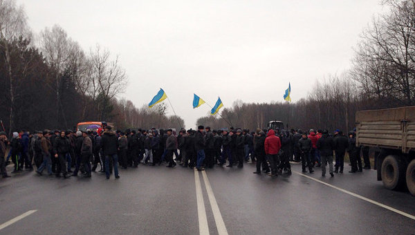 Митингующие аграрии блокируют движения на трассе в Хмельницкой области