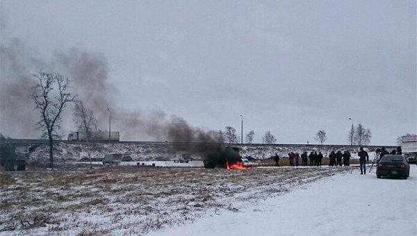 Сгоревший трактор возле трассы Киев-Чернигов