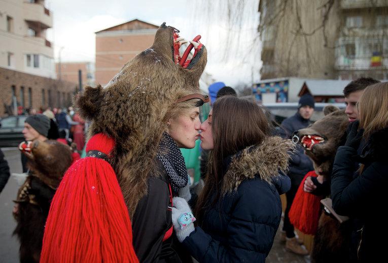 Участницы ритуального фестиваля в Румынии