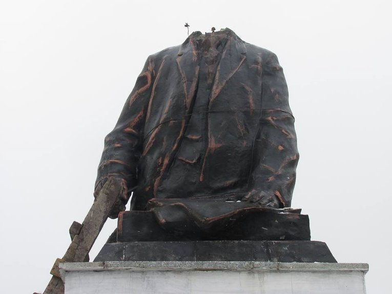 Демонтаж памятника Ленину в Купянске Харьковской области