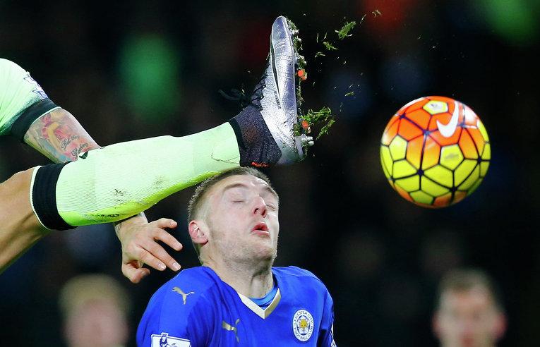 Английская футбольная лига, матч между Лестер Сити и Манчестер Сити
