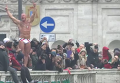 Рим. Новогодние прыжки в реку Тибр. Видео