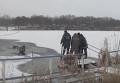 Спасение провалившихся под лед рыбаков в Харькове. Видео