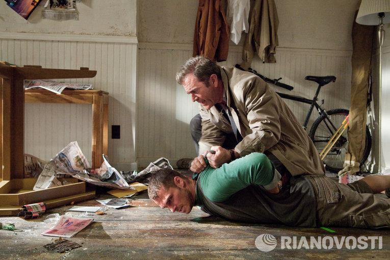 Шоун Робертс и Мел Гибсон в фильме Возмездие
