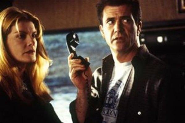 Кадр их фильма Смертельное оружие с Мелом Гибсоном