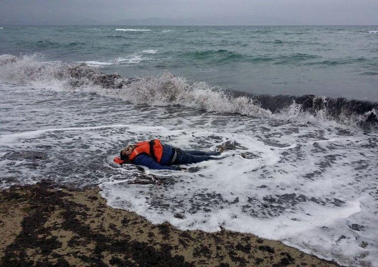 Тело мигранта, найденное на побережье Эгейского моря в Турции