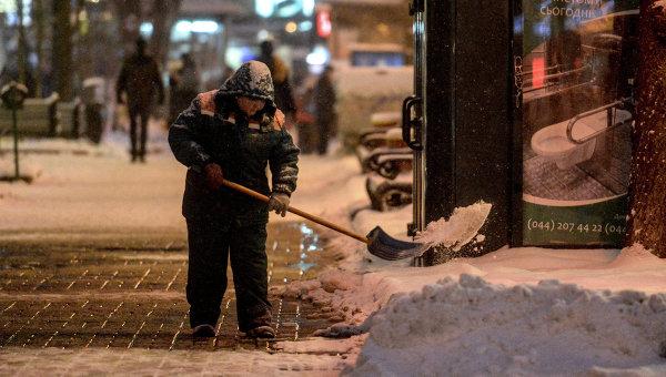 Киев засыпало снегом