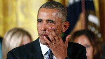 Президент США Барак Обама не смог сдержать слез, когда заговорил о маленьких детях, ставших жертвами стрельбы в 2012 году в школе Сэнди-Хук в штате Коннектикут