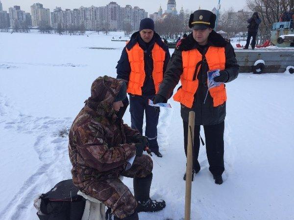 Как спасать человека, провалившегося под лед