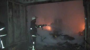 В Харькове горели два дома и гаражи