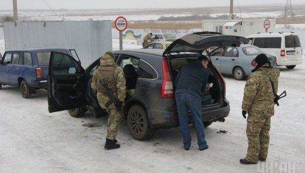 Пункт пропуска в Донбассе. Архивное фото