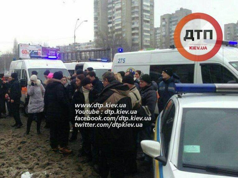 ДТП возле станции метро Левобережная в Киеве
