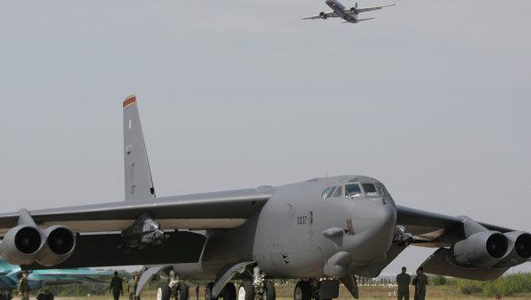 Бомбардировщик США В-52. Архивное фото