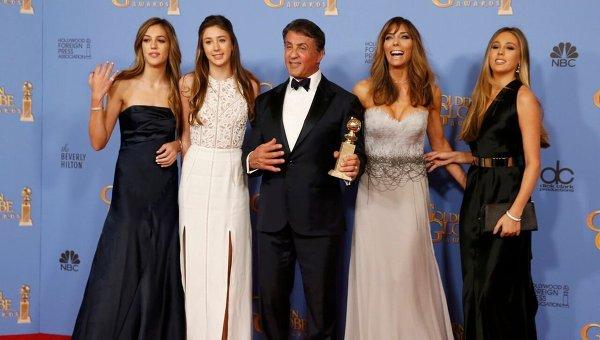 Сильвестр Сталлоне с супругой и дочками на церемонии вручения Золотой глобус