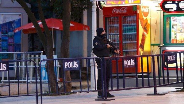 Теракт в Стамбуле унес жизни не менее 10 человек