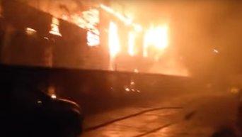 В Одессе горит фитнес-клуб Малибу, где тренировалась патрульная полиция. Видео