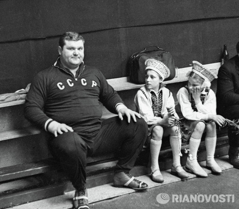 Олимпийский чемпион тяжелоатлет Леонид Жаботинский