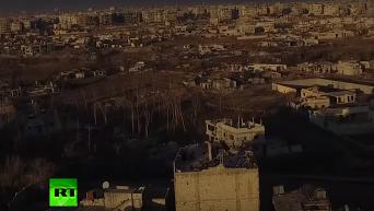 Беспилотник заснял разрушенный боевиками ИГ пригород Дамаска