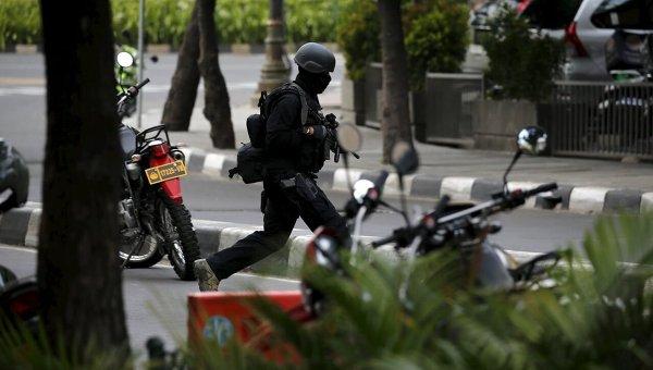 Атака террористов в Джакарте: правительство вело войска в город (18+)