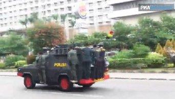 Усиленные патрули полиции и военных на улицах Джакарты