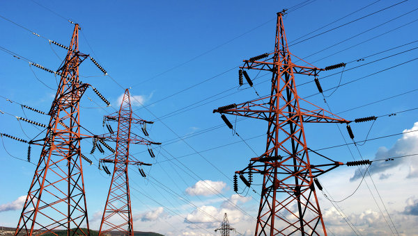Высоковольтные электролинии вдоль трассы Симферополь-Севастополь в окрестностях Инкермана.