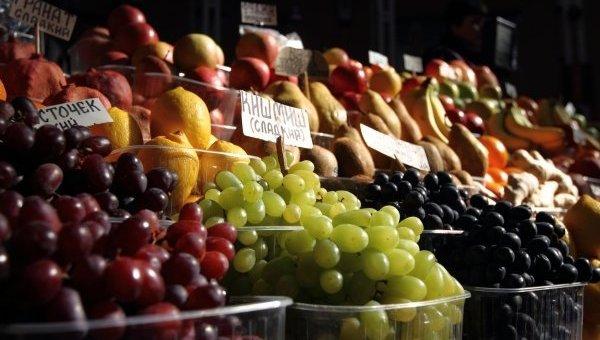 Продукты питания на рынке. Архивное фото