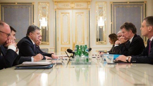 Встреча Петра Порошенко с посланниками Германии и Франции Кристофом Хойсгеном и Жаком Одибером