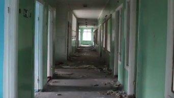 Разрушенная больница в 20 км от Дебальцево