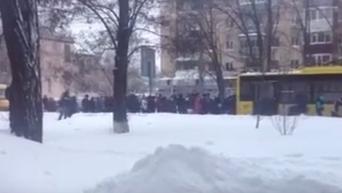 Жители Полтавы толкают троллейбус. Видео