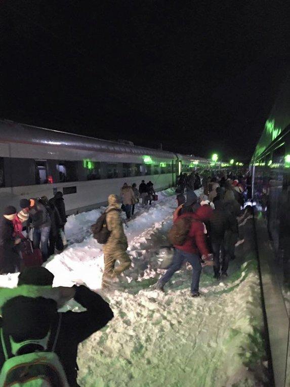 Интерсити простоял в поле на морозе шесть часов