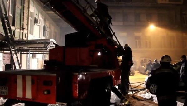 Спасатели Киева на месте пожара.