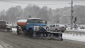 Запорожье в снегу. Все на борьбу со стихией. Видео