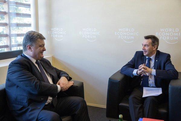 Петр Порошенко и президент МККК Петер Маурер вДавосе