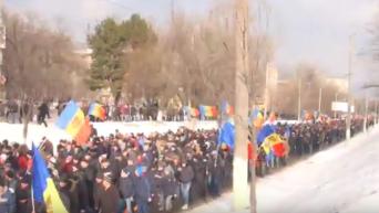 Тысячи протестующих в Кишиневе выстроились в длинную колонну. Видео
