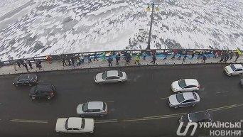 Живая цепь на мосту Патона в Киеве