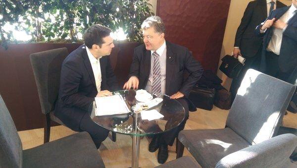 Петр Порошенко и премьер-министр Греции Алексис Ципрас на форуме в Давосе