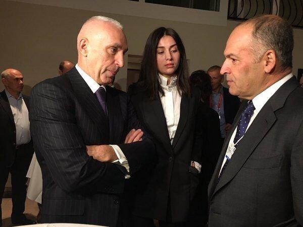 Александр Ярославский и Виктор Пинчук на форуме в Давосе