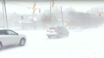 На Вашингтон обрушилась снежная буря. Видео