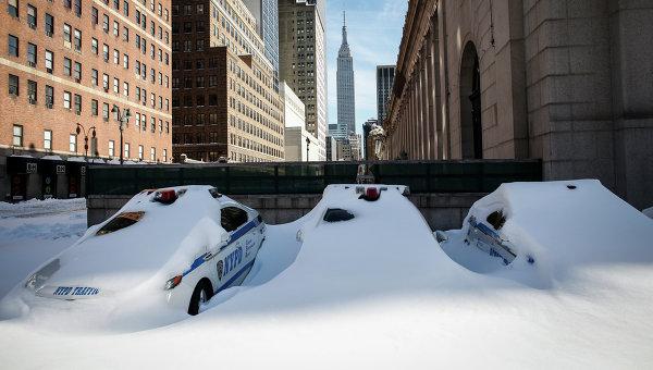 Последствия снежной бури в США