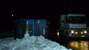 Опрокидывание фуры возле Одесского НПЗ