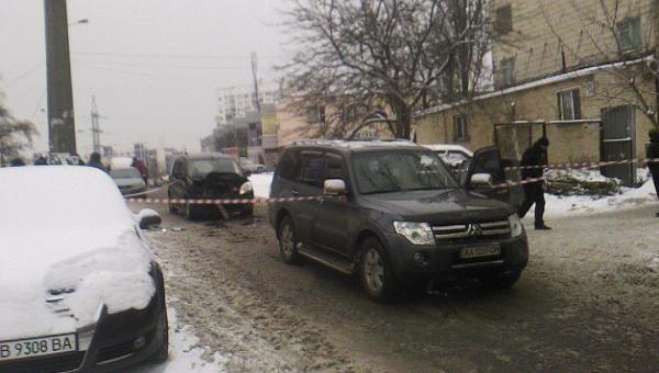 На месте ДТП в Киеве: водитель нанес женщине-водители 15 ножевых ранений