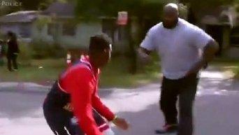 Шакил О'Нил сыграл в баскетбол с подростками и полицией