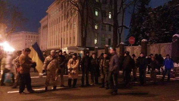 Жители Кривого Рога заблокировали администрацию Порошенко