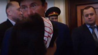 Луценко протестующим криворожцам: носочки принести?. Видео